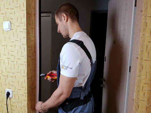 самостоятельный ремонт дверей